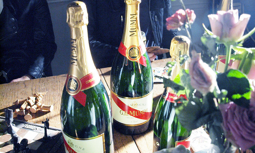 EXHIBITION sponsored by MUMM